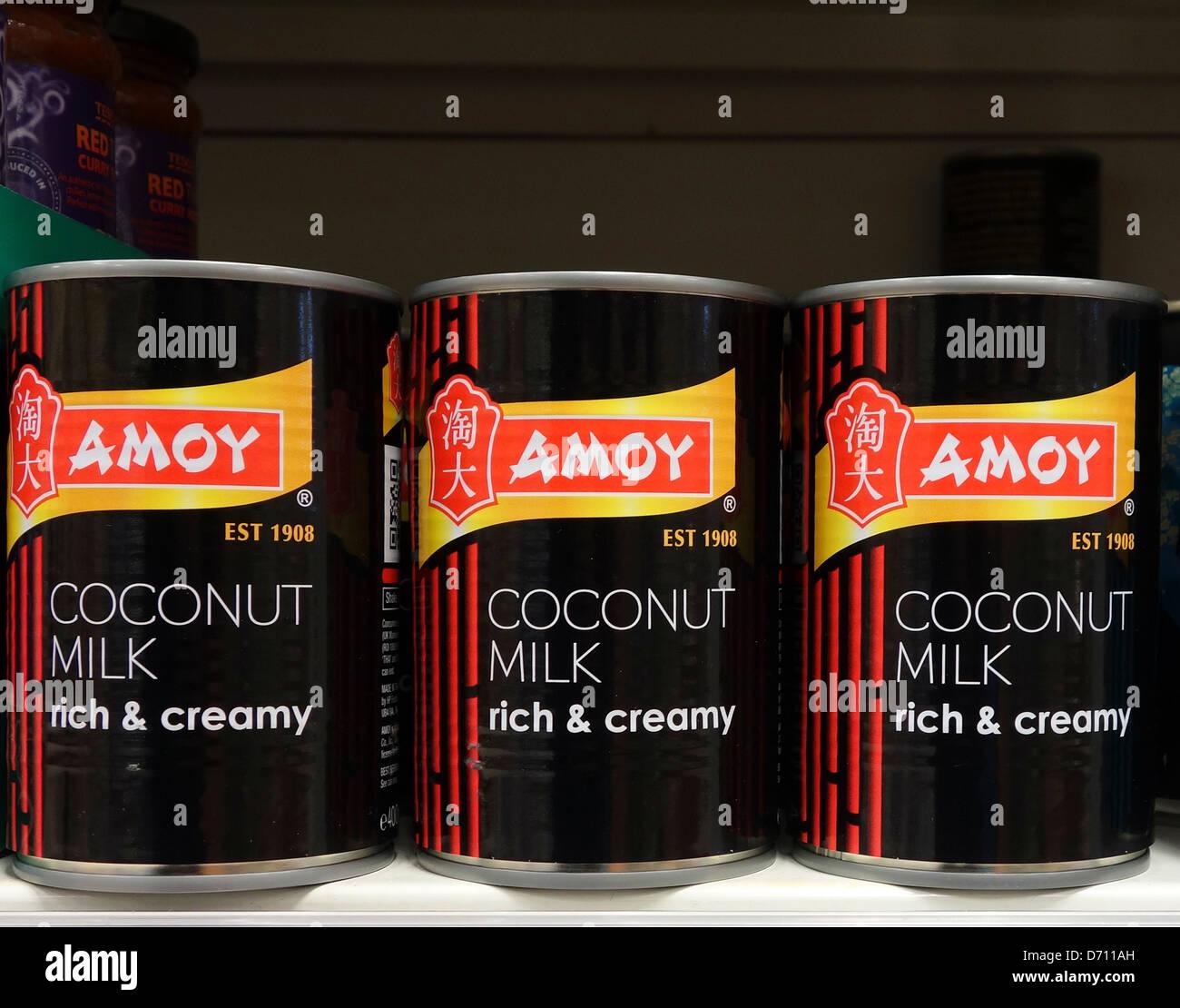 Tins of Amoy coconut milk - Stock Image