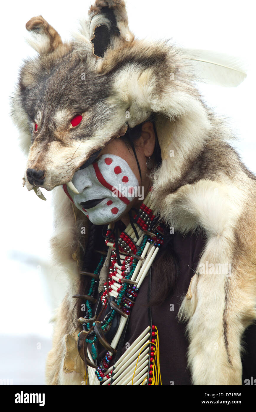 Native American in traditional Pow-wow clothing - Stock Image
