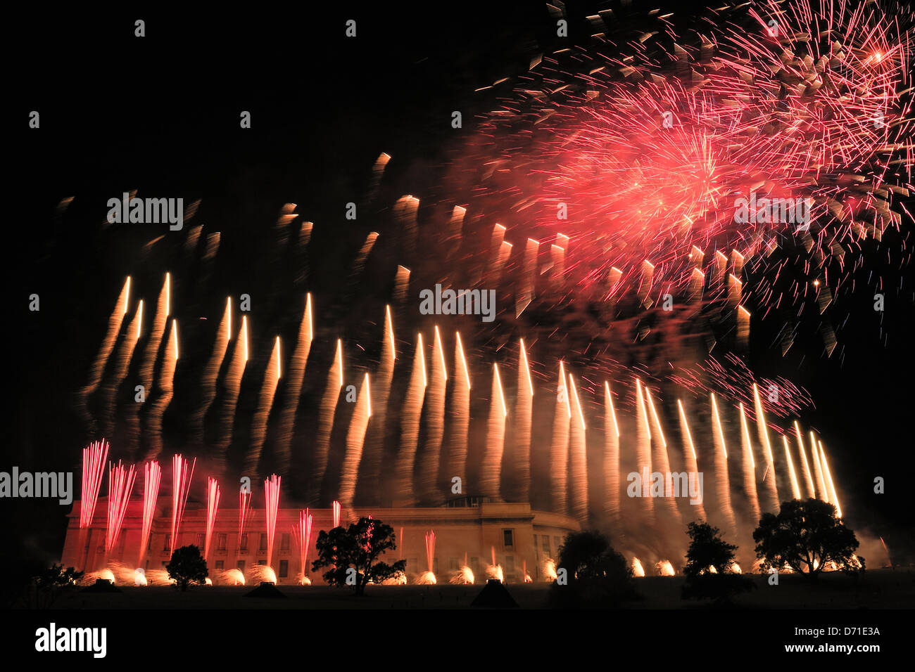 Fireworks over the museum in  Auckland Domain during The Breath of the Volcano light show by Groupe F,  Auckland - Stock Image
