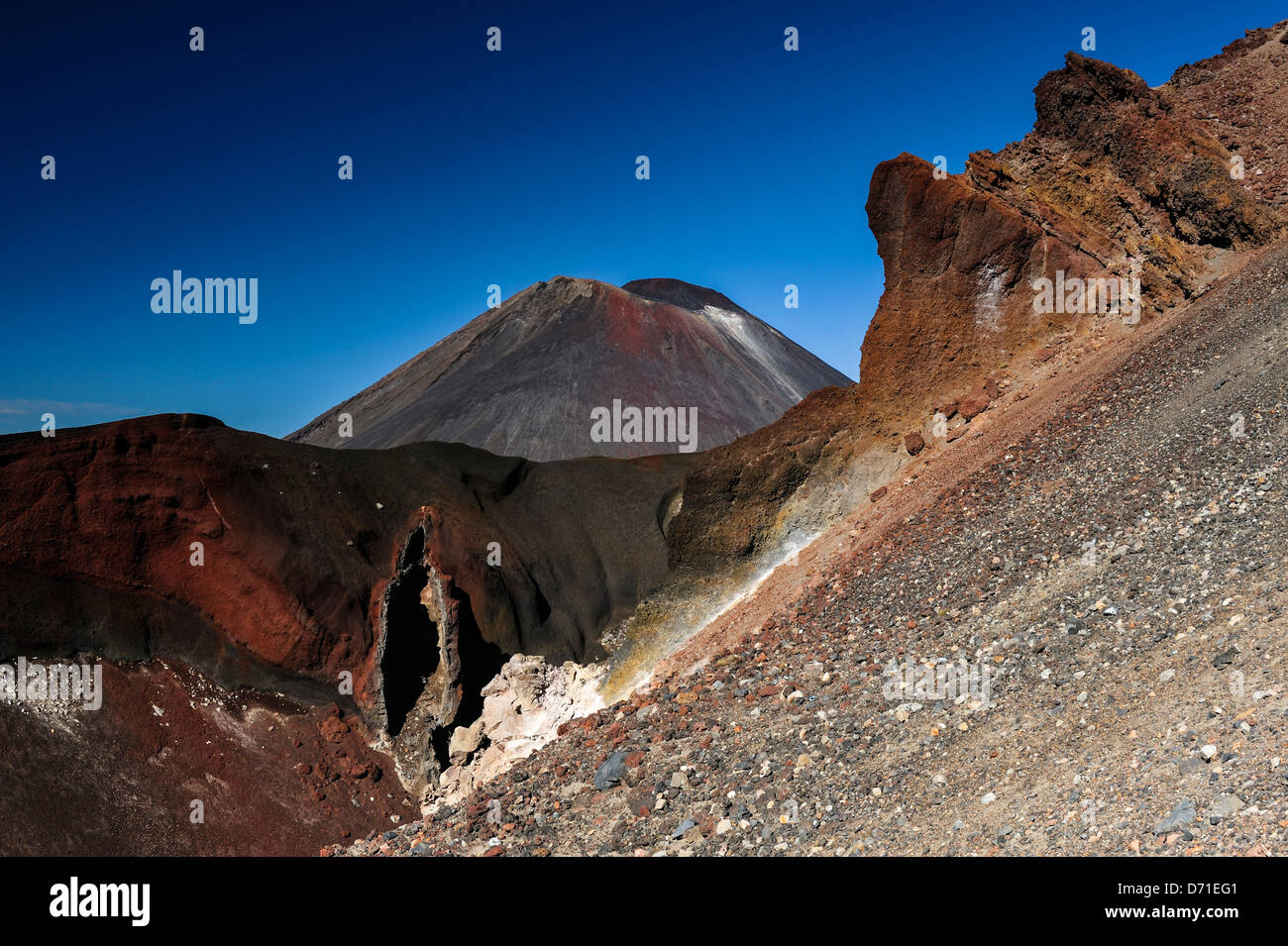 Red Crater (foreground) on Mount Tongariro, in front of Mount Ngauruhoe, aka Mount Doom from Lord of the Rings, - Stock Image