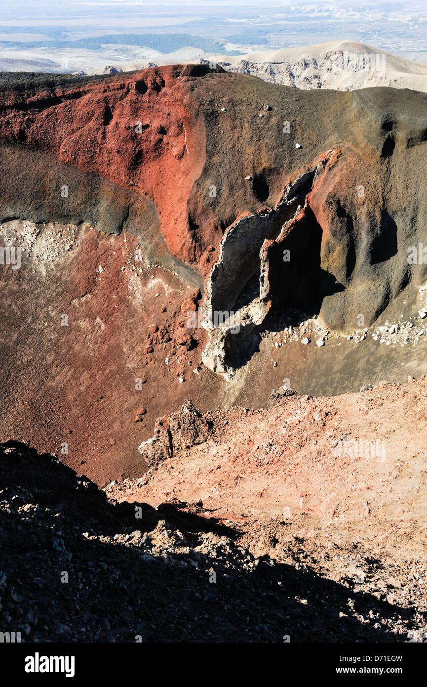 Red Crater Iforeground) on Mt Tongariro photographed on the Tongariro Alpine Crossing, Tongariro National Park. - Stock Image