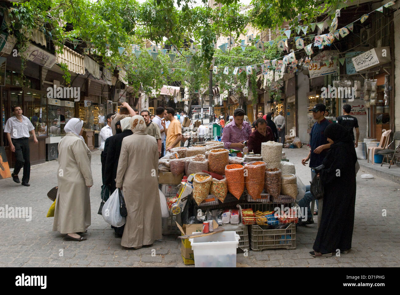 Street scene in Damascus, Syria. People shopping in a street in the historical centre. - Stock Image