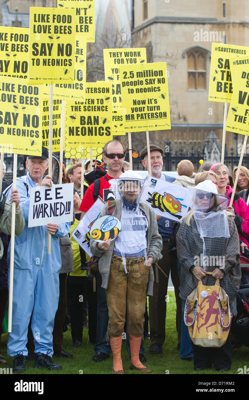 Parliament, London, UK. 26th April 2013. Around 100 beekeepers are expected to gather on Parliament Square and after - Stock Image
