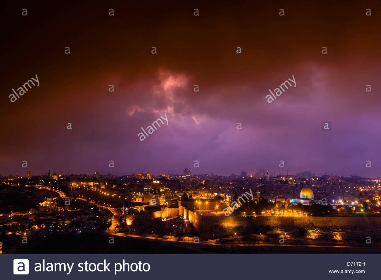 The Temple Mount at twilight, with Al-Aqsa Mosque (Third place in sanctity in the Muslim World after Mecca and Medina) - Stock Image