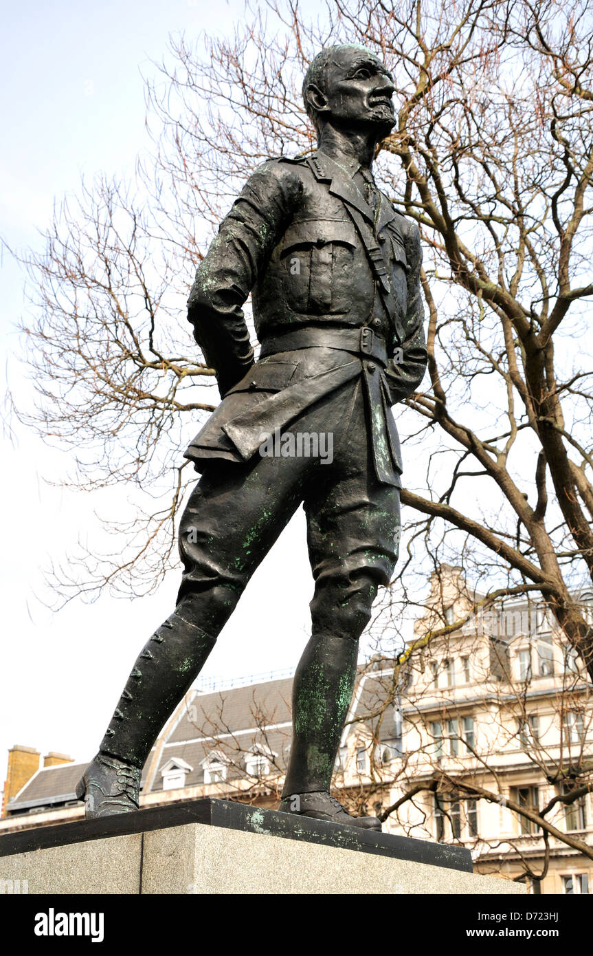London, England, UK. Statue (1956; Jacob Epstein) of Field Marshal Jan Christian Smuts (1870-1950) in Parliament Stock Photo