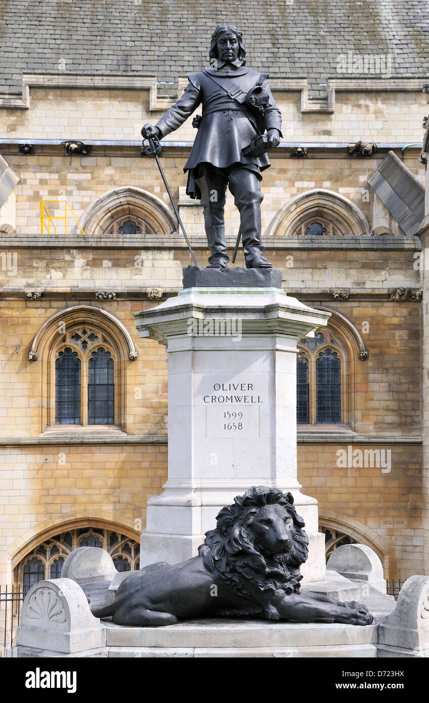 London, England, UK. Statue (1899) of Oliver Cromwell (1599-1658) in front of Parliament - Stock Image