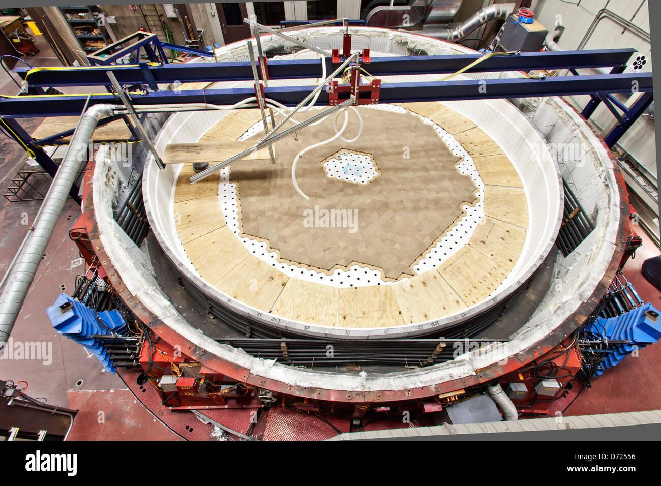 Construction of floor for Giant Magellan Telescope, mirror 3. - Stock Image