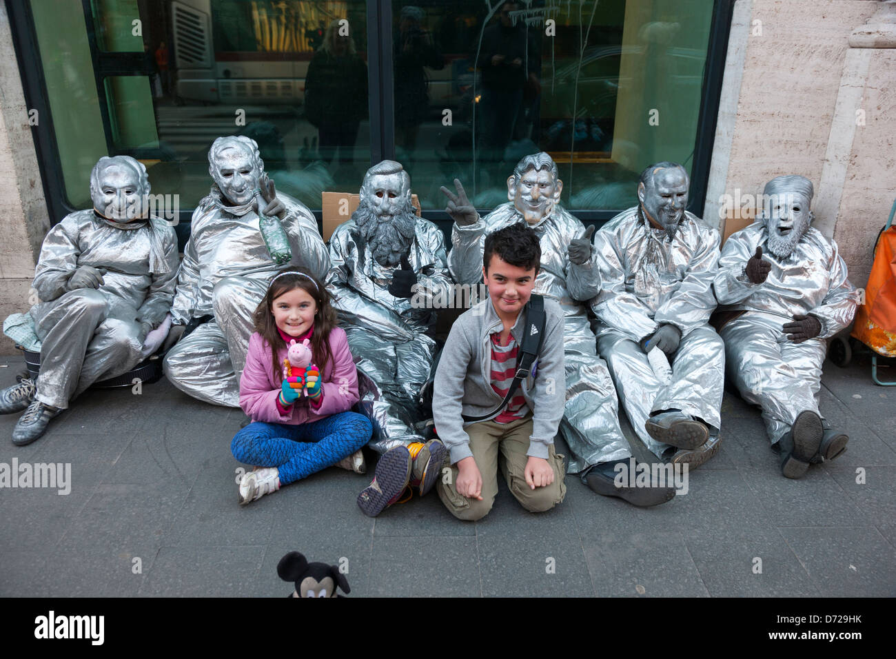 Leon and Maria with street mime artists in Rome - Stock Image
