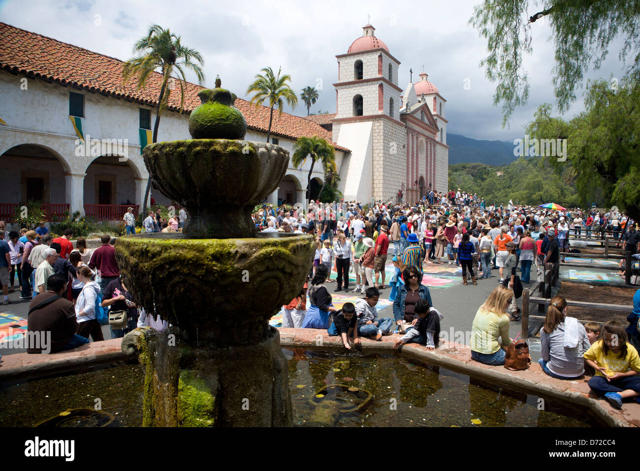 Crowds gather in front of Santa Barbara's historic mission during I Madonnari, the city's famous chalk drawing - Stock Image