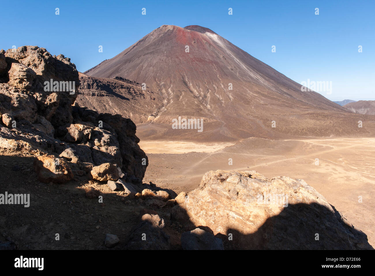 Mount Ngauruhoe, a stratovolcano and the film location for Mount Doom in Lord of the Rings, seen from the Tongariro - Stock Image