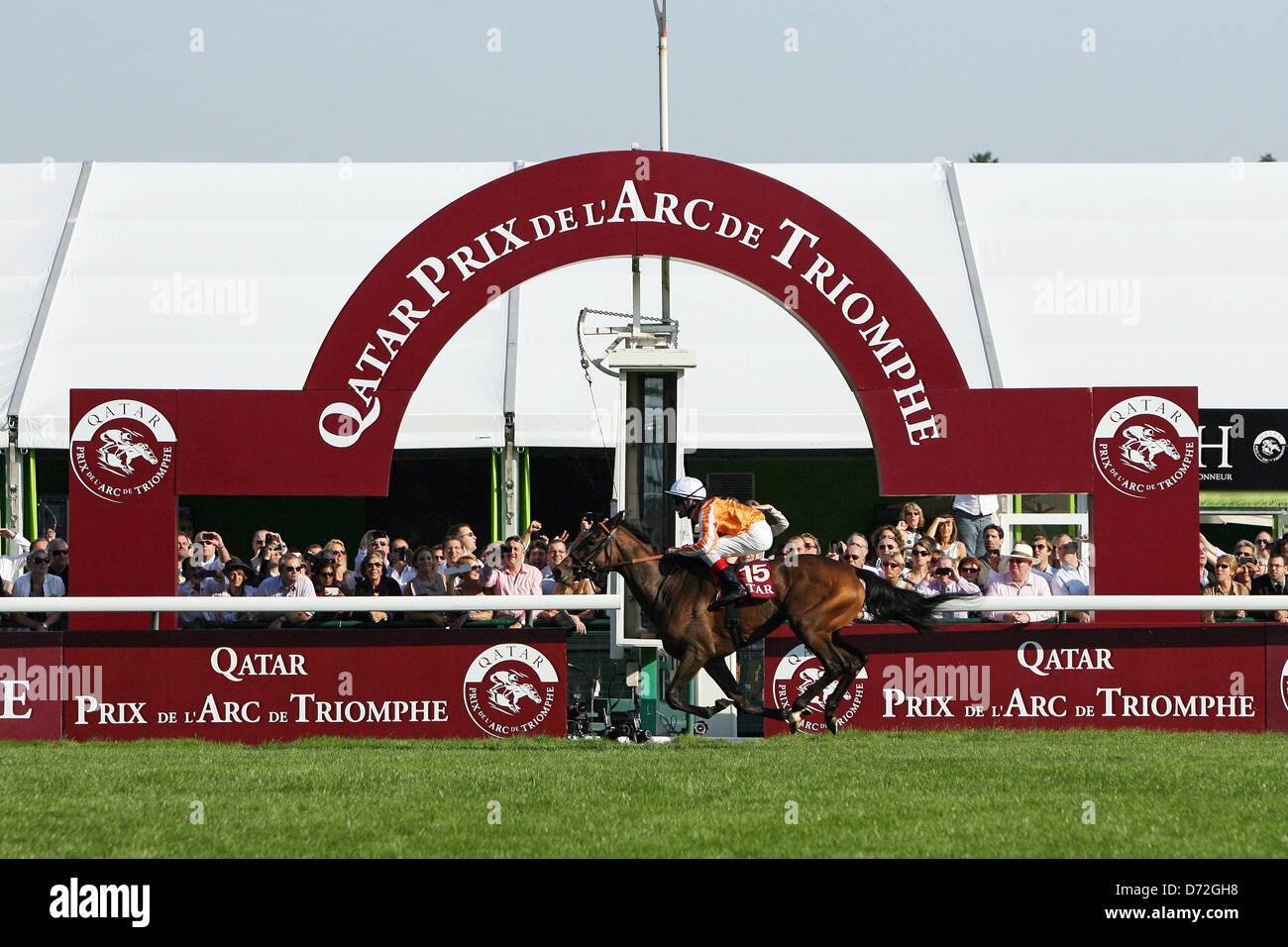 Paris, France, Danedream wins with Strong Andrasch the Qatar Prix de l'Arc de Triomphe - Stock Image