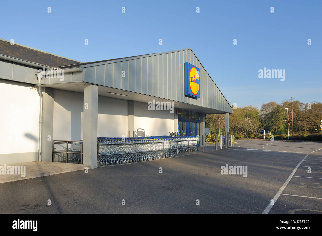 Lidl  portfield supermarket  showing a empty carpark and a row of shopping trolleys. - Stock Image