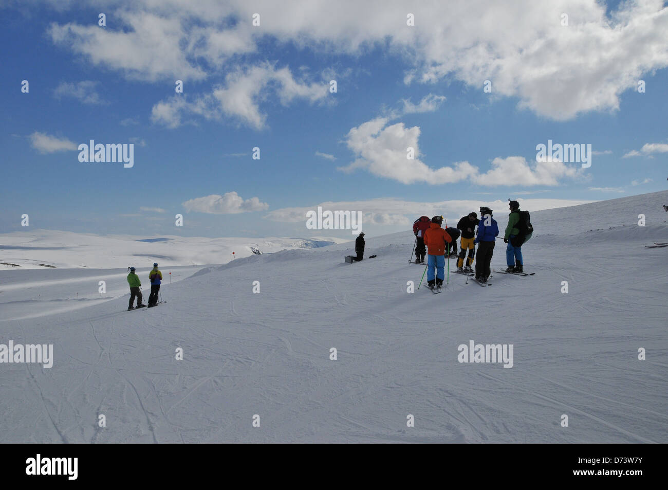 A group of Skiiers at the top of the Glass Maol Run at Glenshee. - Stock Image