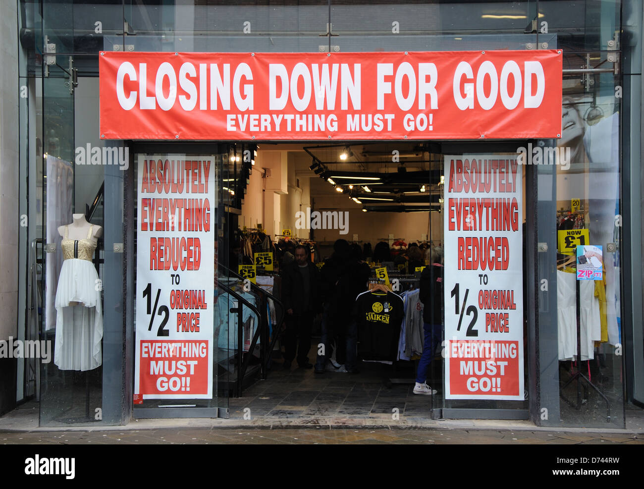 Closing down for good sale, clothes shop, Leicester, England, UK - Stock Image