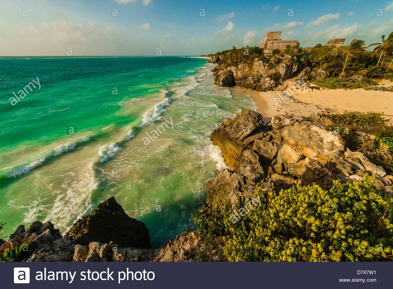 El Castillo (The Castle at Tulum), Caribbean Sea, Riviera Maya, Mexico - Stock Image
