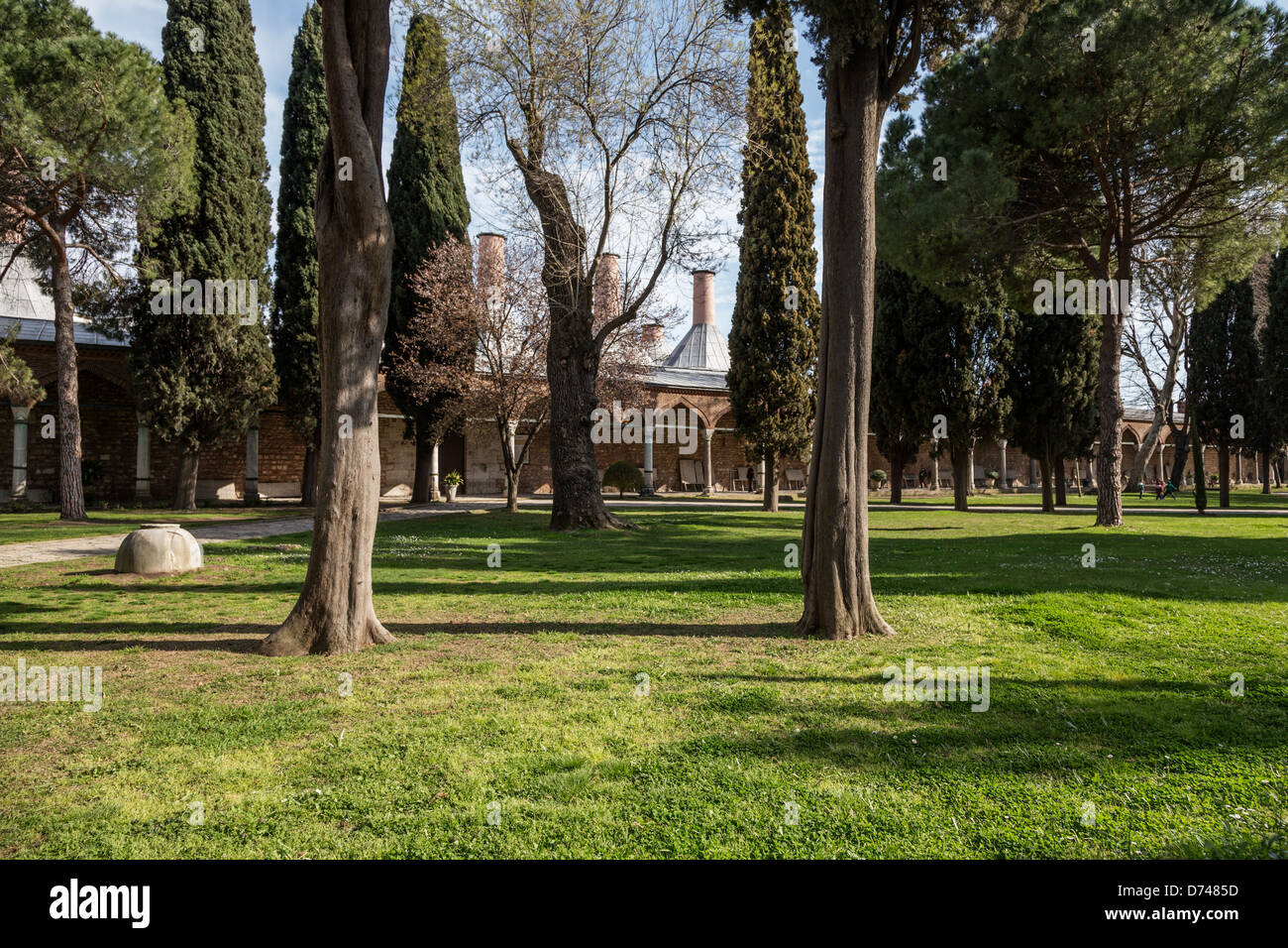 Second Courtyard, with the kitchens to the left in Topkapi palace, Istanbul, Turkey. - Stock Image