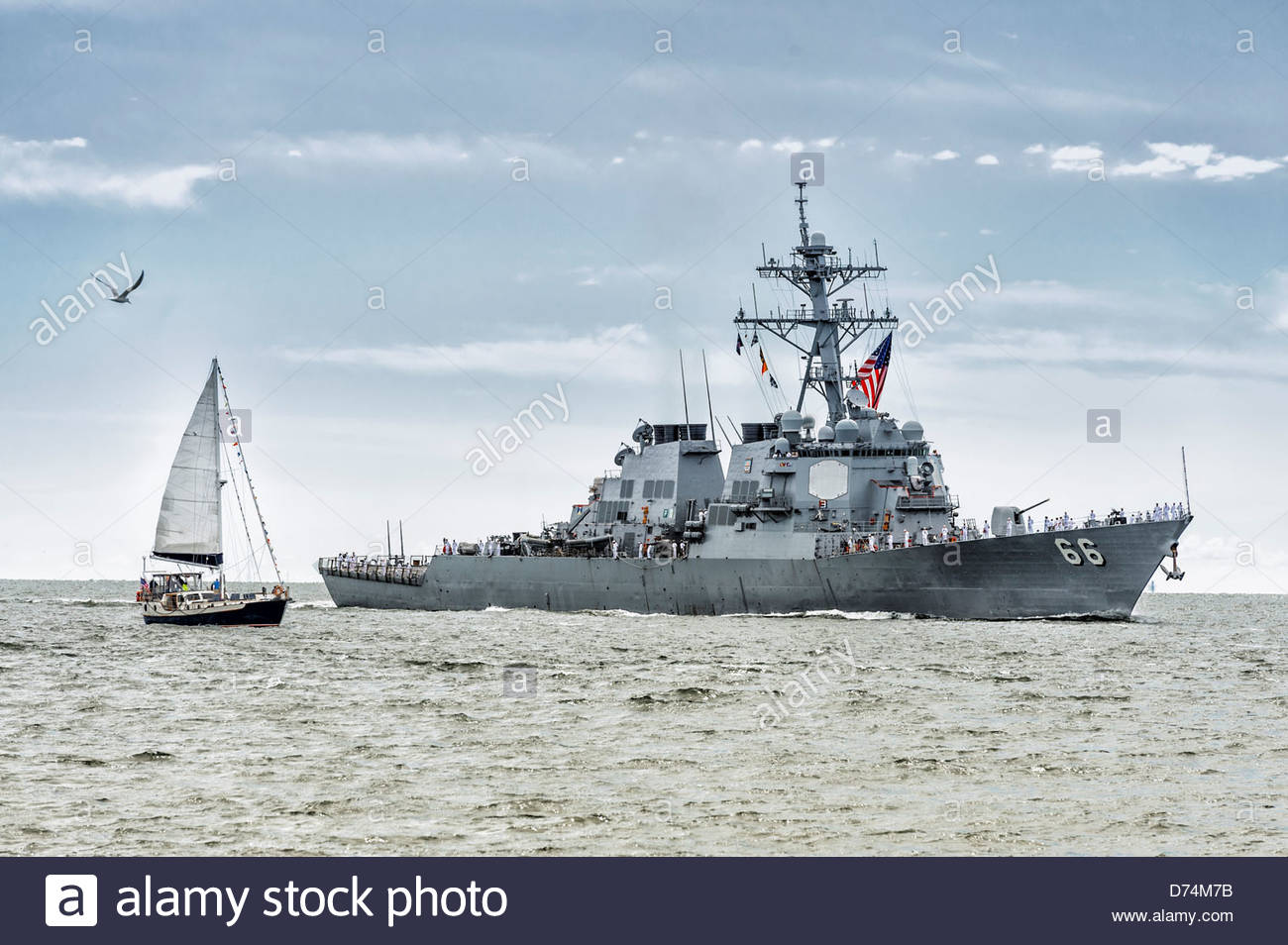 Destroyer USS Gonzalez (DDG 66) entering Hampton Roads Harbor for OpSail 2012 on June 6, 2012 - Stock Image