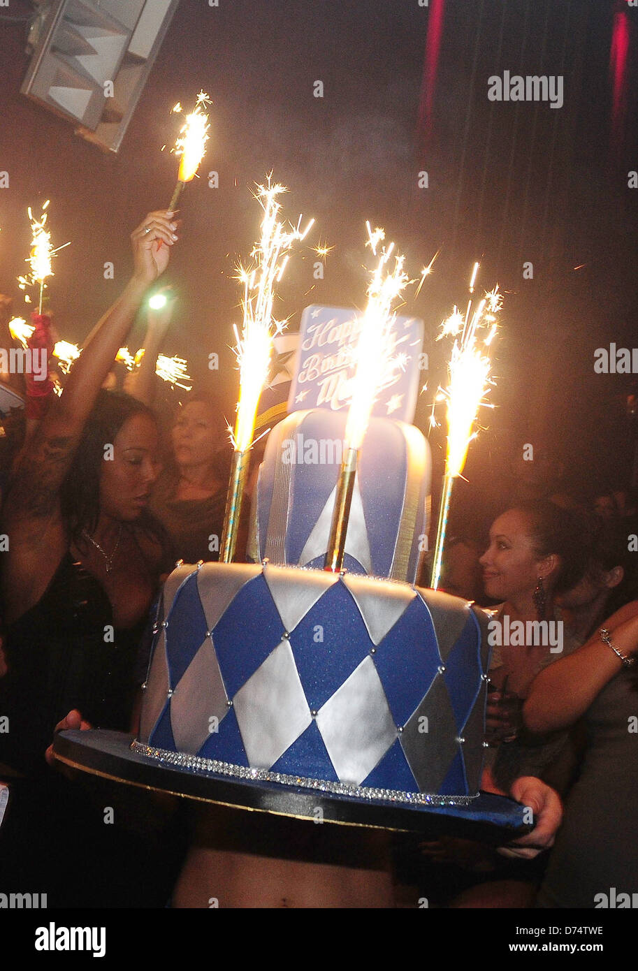 Marlon Wayanss Birthday Cake Wayans Celebrates His 39th At Mansion Nightclub Miami Beach Florida
