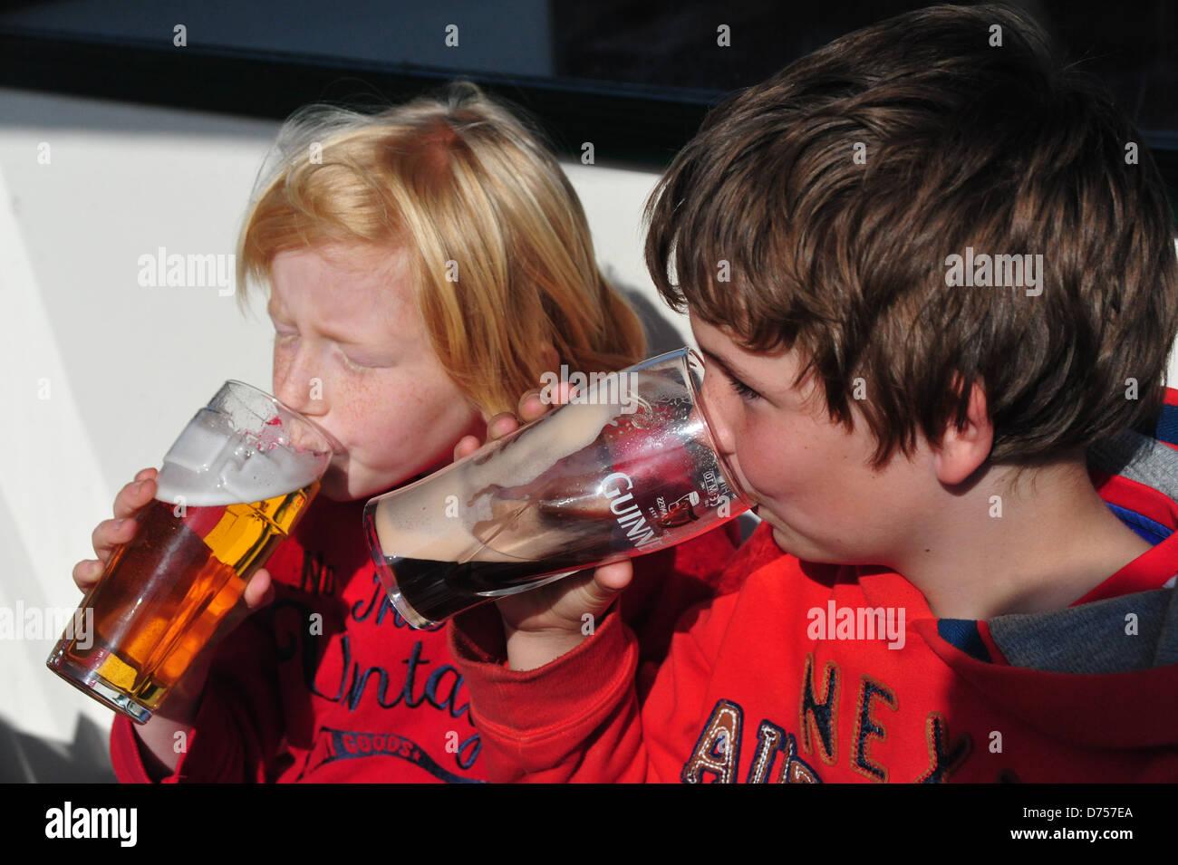 two underage boys drinking - Stock Image