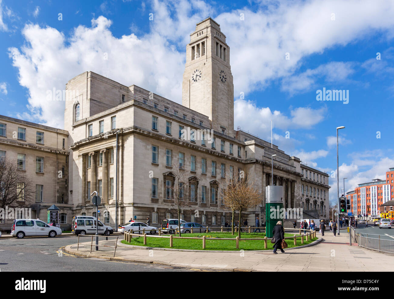 Parkinson Building at the main entrance to the University of Leeds campus, Leeds, West Yorkshire, UK - Stock Image