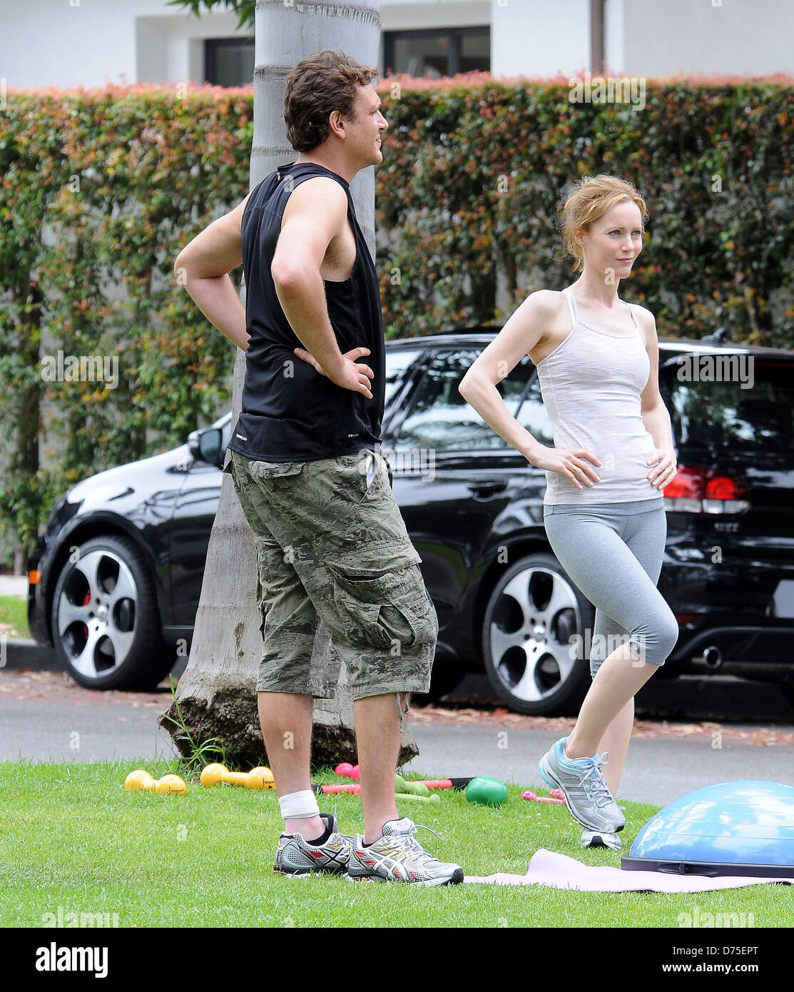 Jason Segel and Leslie Mann shooting a workout scene in a Santa Monica park while on the set of an untitled Judd - Stock Image