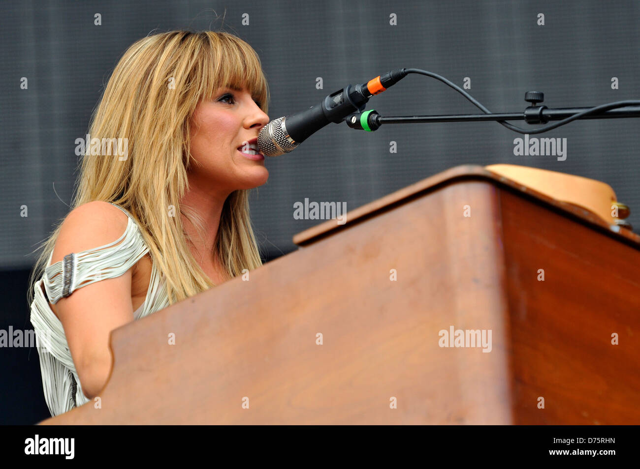 Grace Potter & The Nocturnals Lollapalooza Music Festival 2011 - Performances - Day 1 Chicago, Illinois - 05.08.11 - Stock Image