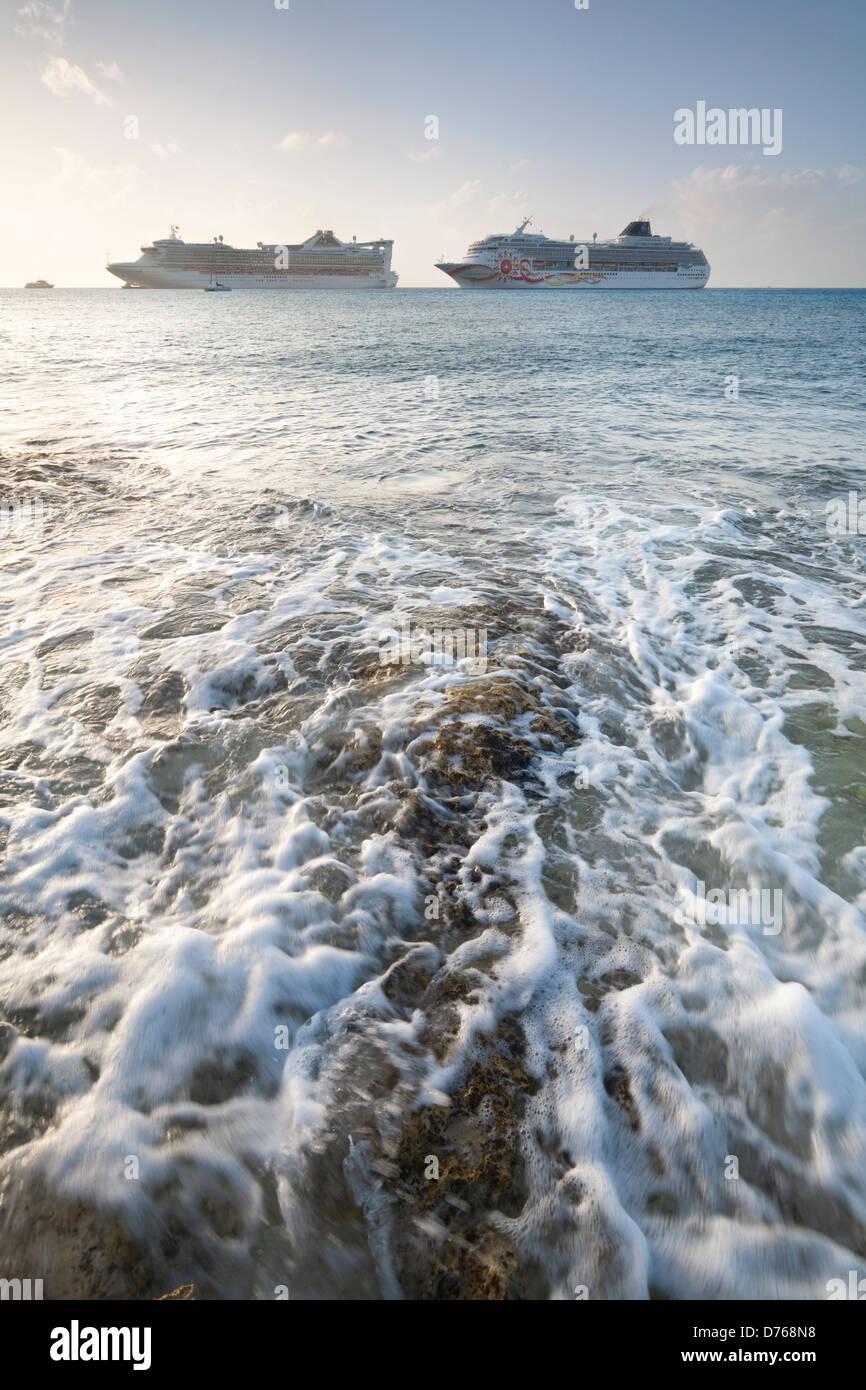 Cruise ships off the coast of Cozumel, Mexico. - Stock Image