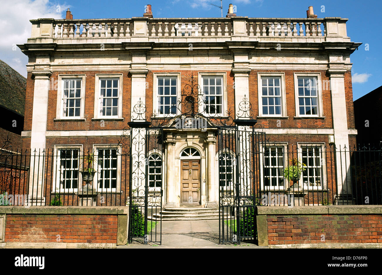 Awe Inspiring Fydell House Home Of Thomas Fydell In The Centre Of The Home Interior And Landscaping Ologienasavecom