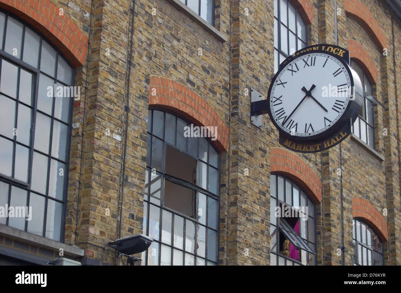 DESIREE: Lock wall in london