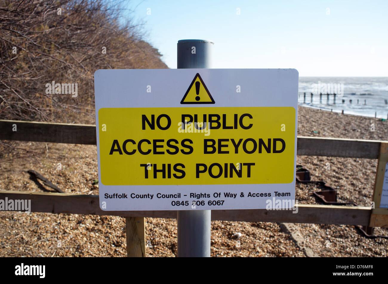 No public access sign due to coastal erosion - Stock Image