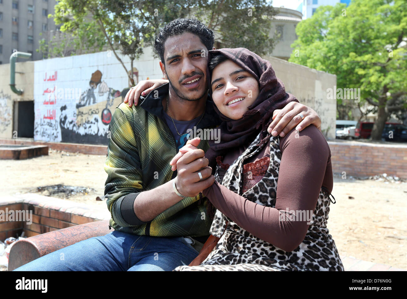young married couple holding hands, Tahrir Square, Cairo, Egypt - Stock Image