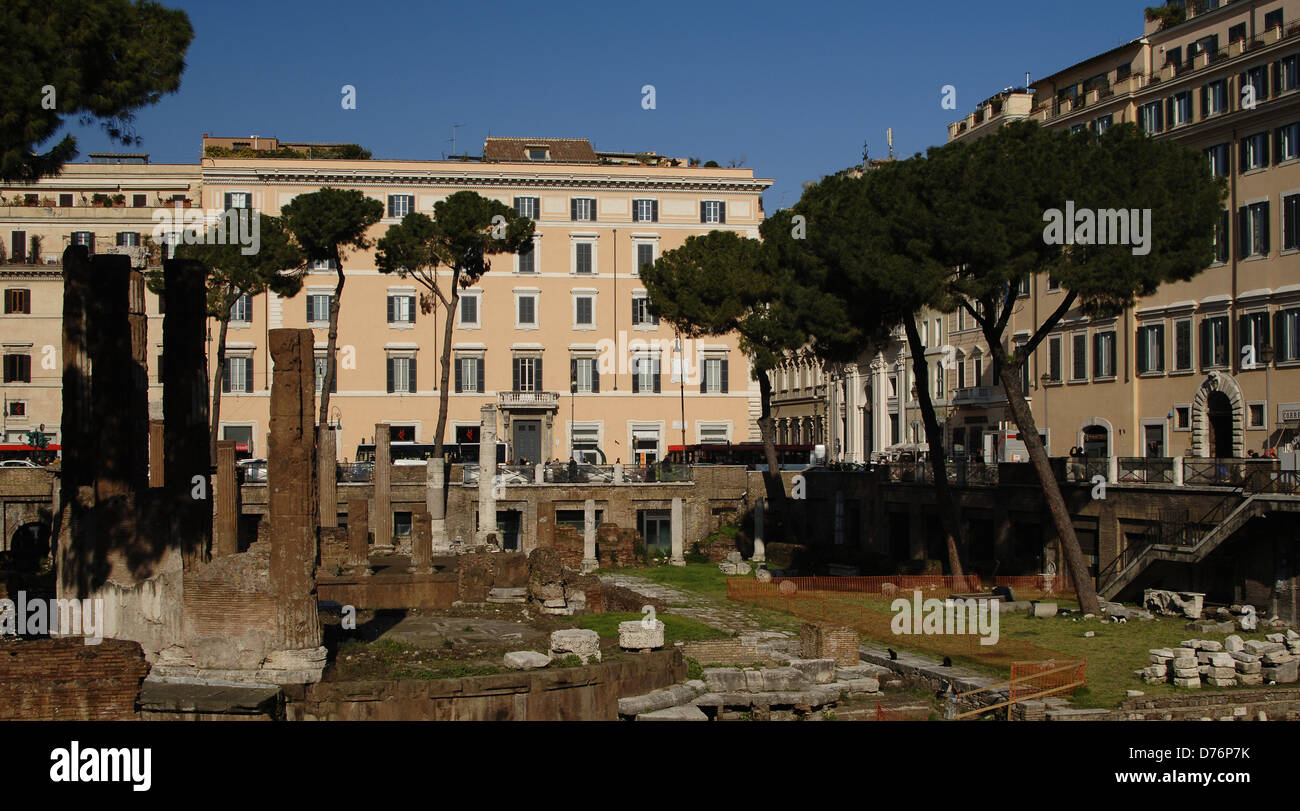 Italy. Rome. Sacred area of Largo di Torre Argentina. Temple B by Quintus Lutatius Catulus (149-87 BC) and Temple - Stock Image