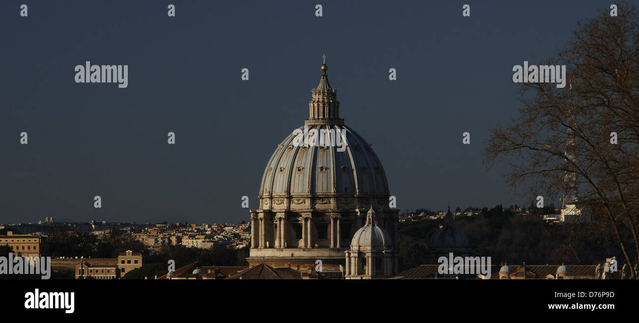 Vatican City. Dome of the Basilica of St. Peter, built by Michelangelo (1475-1564). 16th century. Exterior. - Stock Image