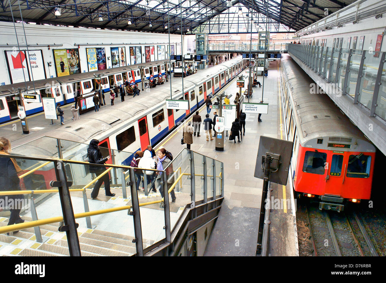 Earls Court, London. Underground Tube station train platform on the District and Piccadilly lines - Stock Image