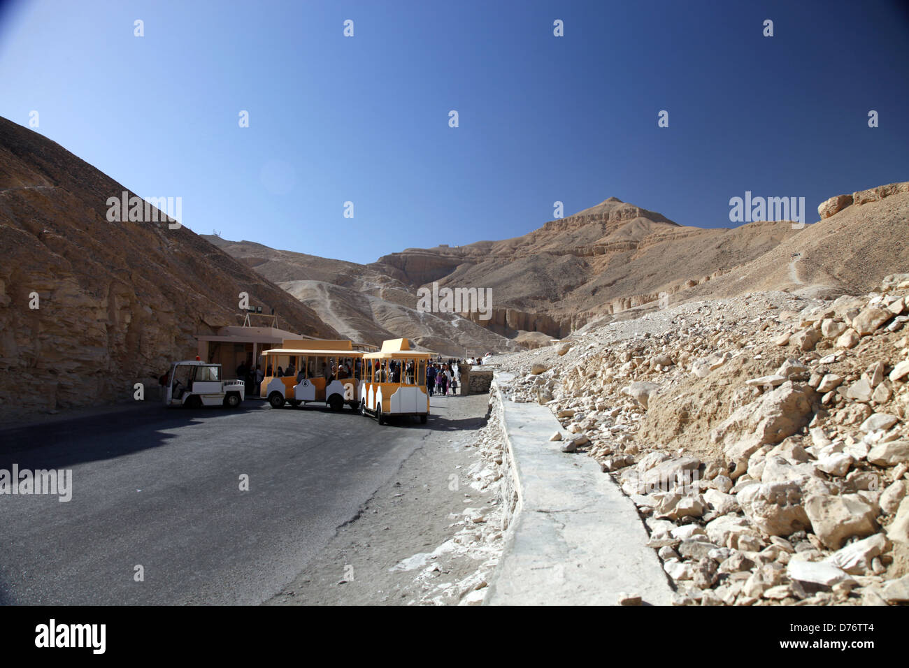 ELECTRIC TRAIN AT VALLEY OF THE KINGS ENTRANCE WEST BANK LUXOR EGYPT 08 January 2013 - Stock Image