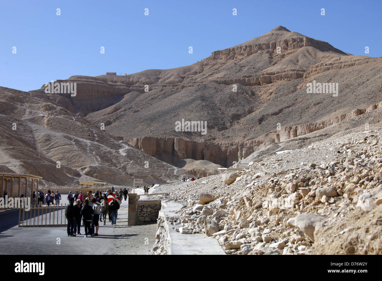 VALLEY OF THE KINGS ENTRANCE & PYRAMID MOUNTAIN WEST BANK LUXOR EGYPT 08 January 2013 - Stock Image