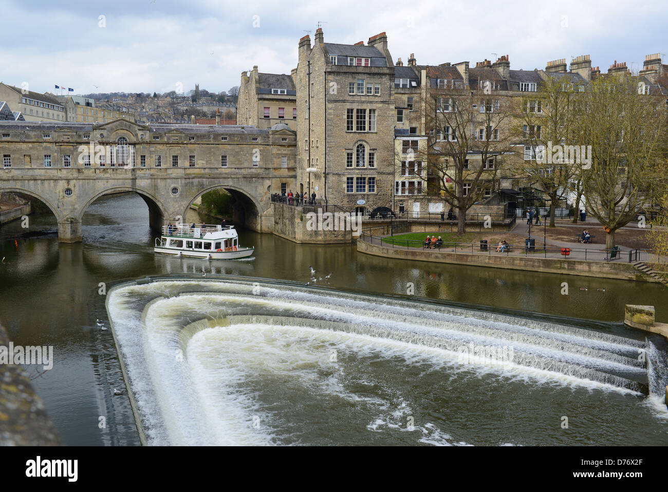 The River Avon and weir at Bath - Stock Image