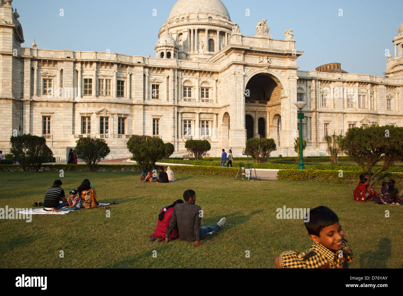 People on the lawn in front of Victoria Memorial in Kolkata, India. - Stock Image