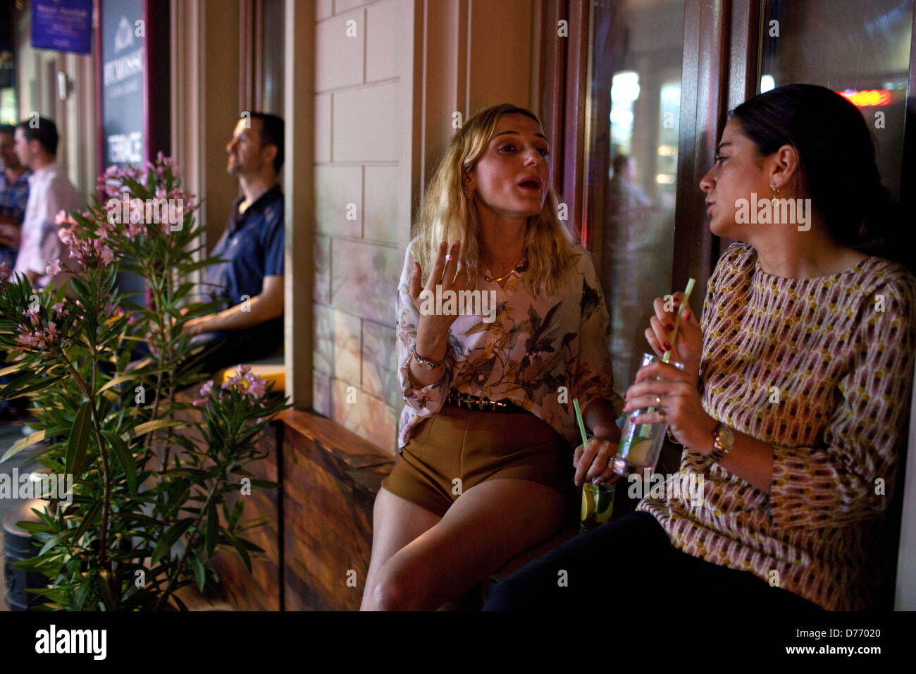 Women talking, Nightlife in Beyoglu, Istanbul, Turkey - Stock Image