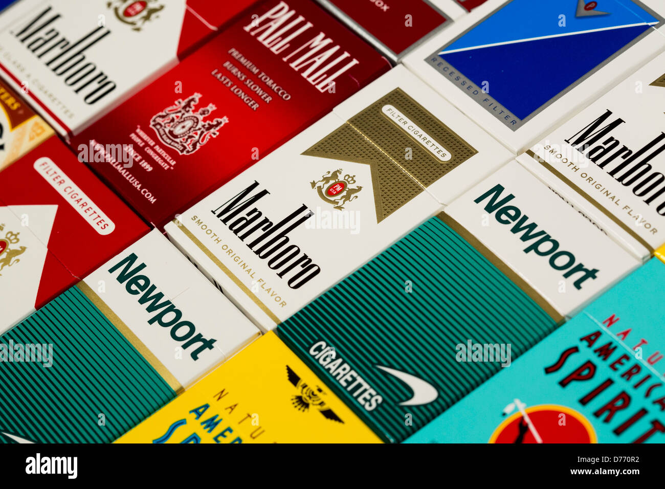 Pack Pall Mall Cigarettes Stock Photos & Pack Pall Mall Cigarettes
