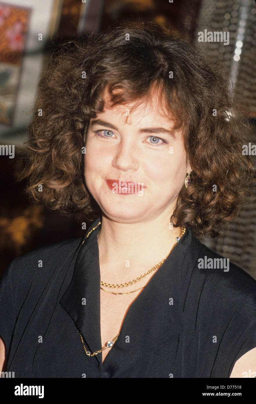 ELIZABETH McGOVERN.Broadway 6th anniversary Easter Bonnet Competition 1992.l3133.(Credit Image: © Stephen Trupp/Globe Stock Photo
