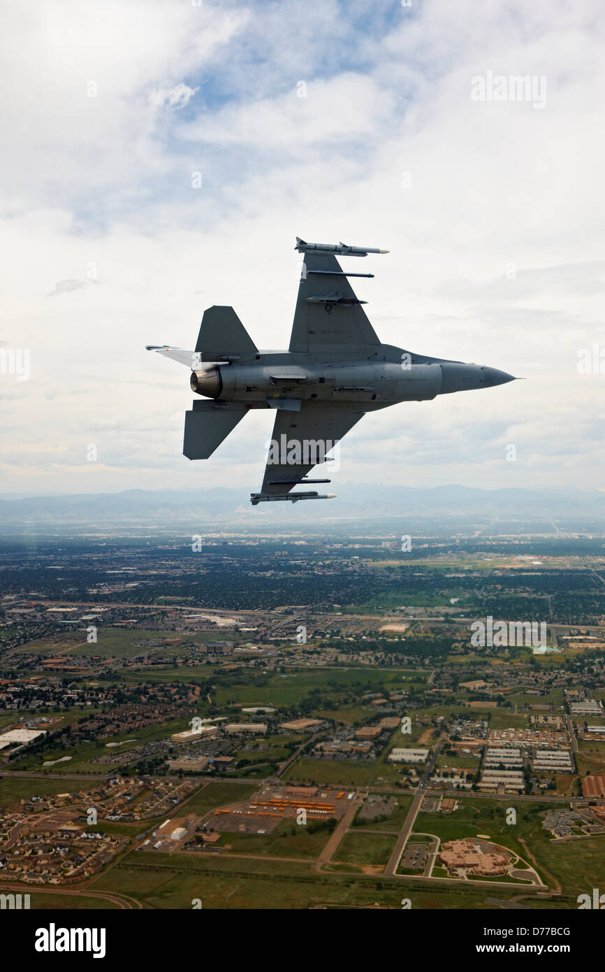 F-16 in Flight Bank Turn - Stock Image