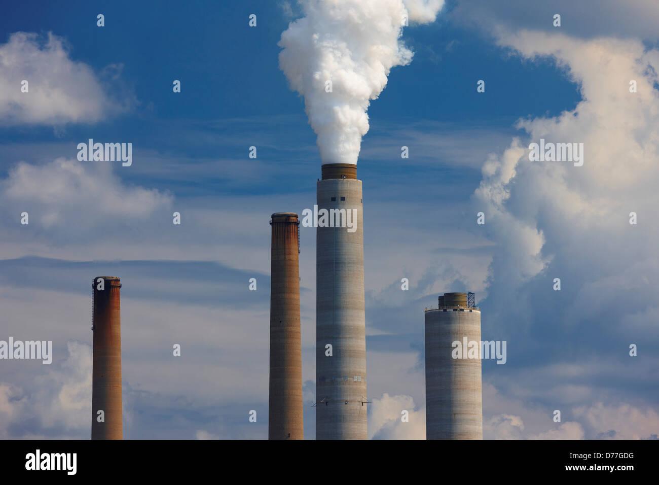 USA West Virginia Poca Smokestacks John E. Amos coal fired power plant - Stock Image