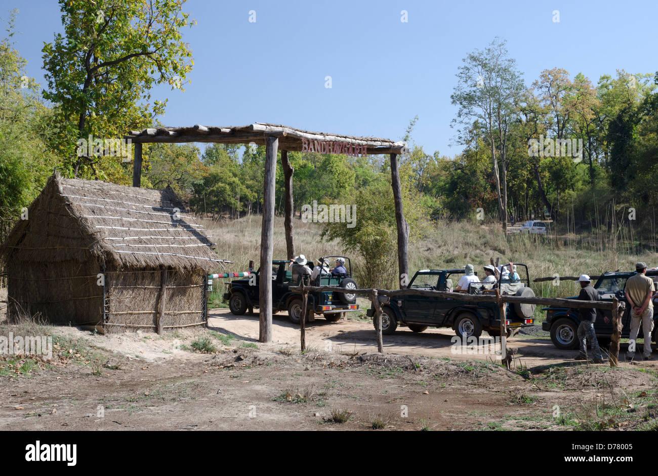 tourist jeeps,waiting for entry,zone 2,bandhavgarh,national park,madhya pradesh,india - Stock Image