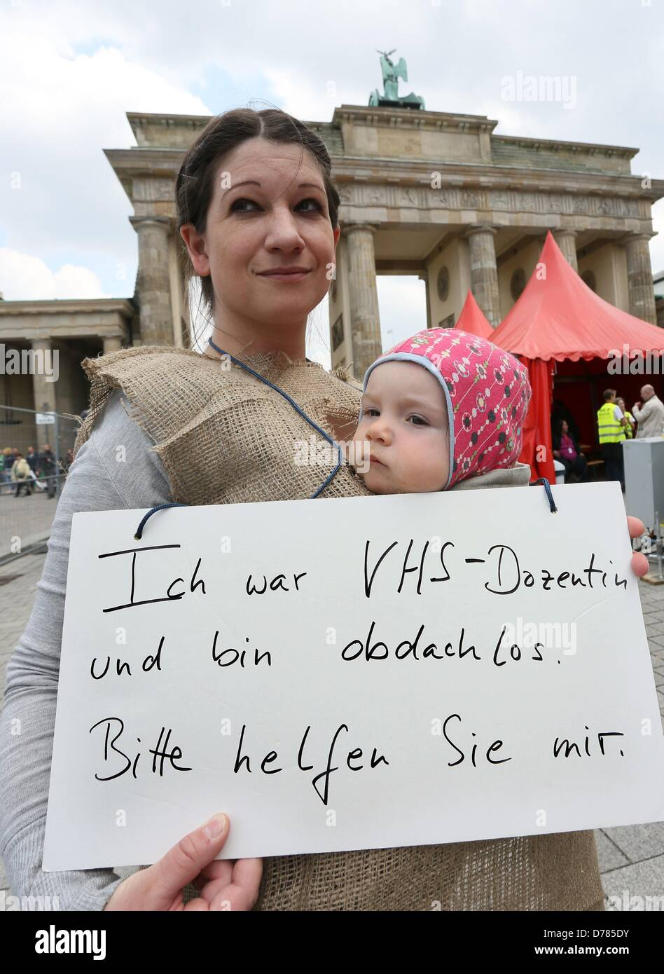 Berlin, Germany, 01 May 2013. A woman holds a sign, which reads 'Ich war VHS-Dozentin und bin obdachlos' - Stock Image