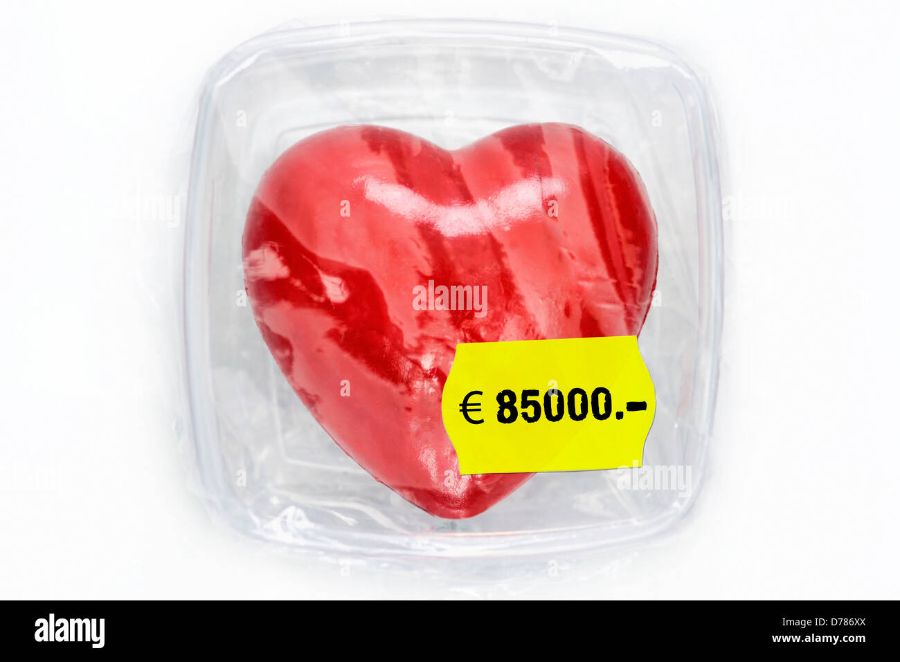 Heart in fresh hold box with prize label, symbolic photo organ donation - Stock Image