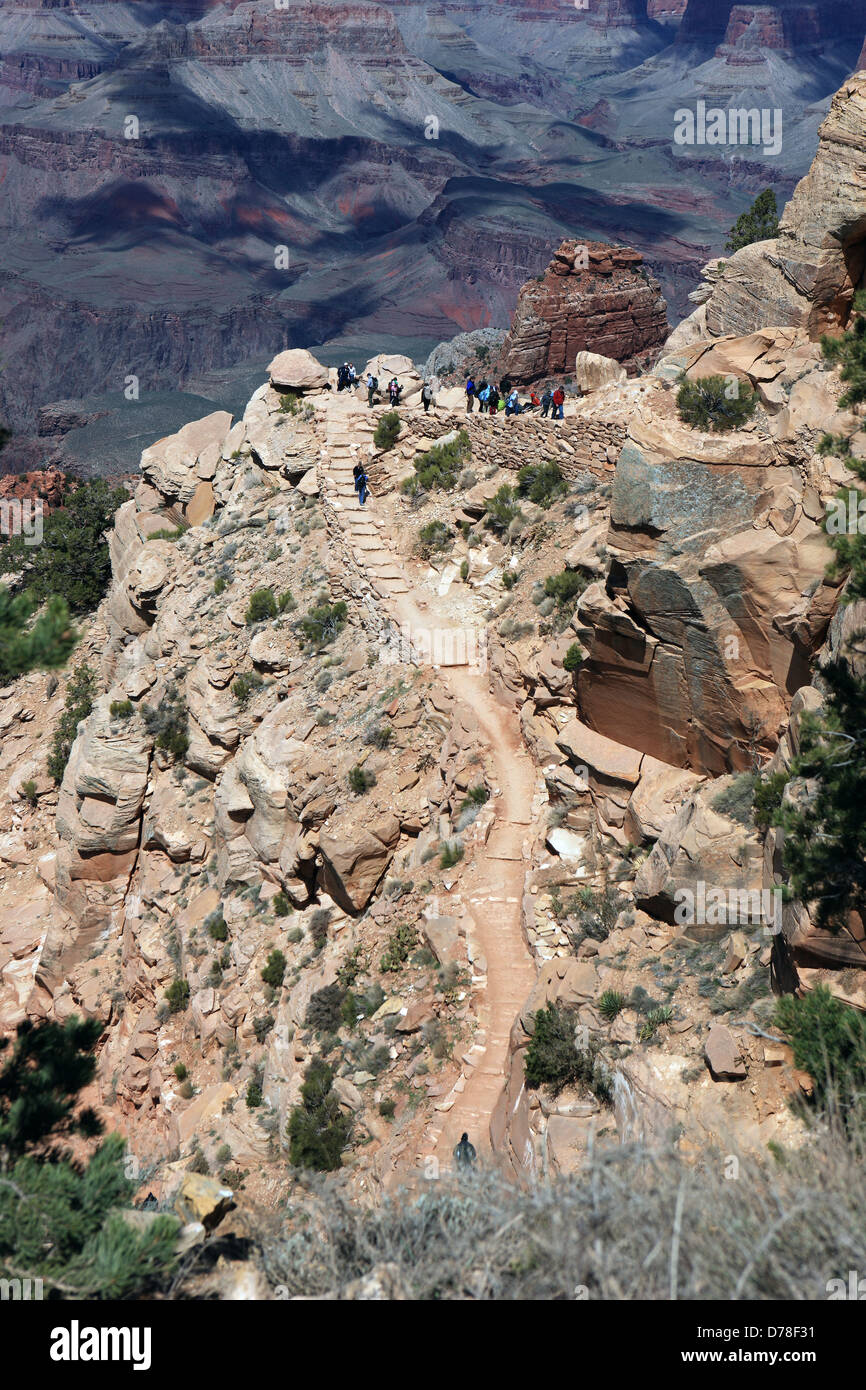 Hikers on the Kaibab Trail in the Grand Canyon in Arizona, USA - Stock Image