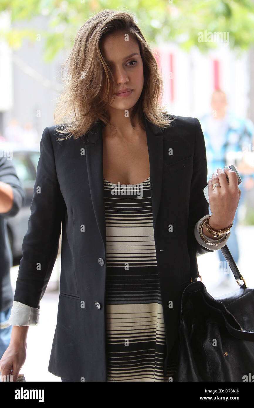 Jessica Alba pregnant actress leaving a nail salon in Beverly Hills ...