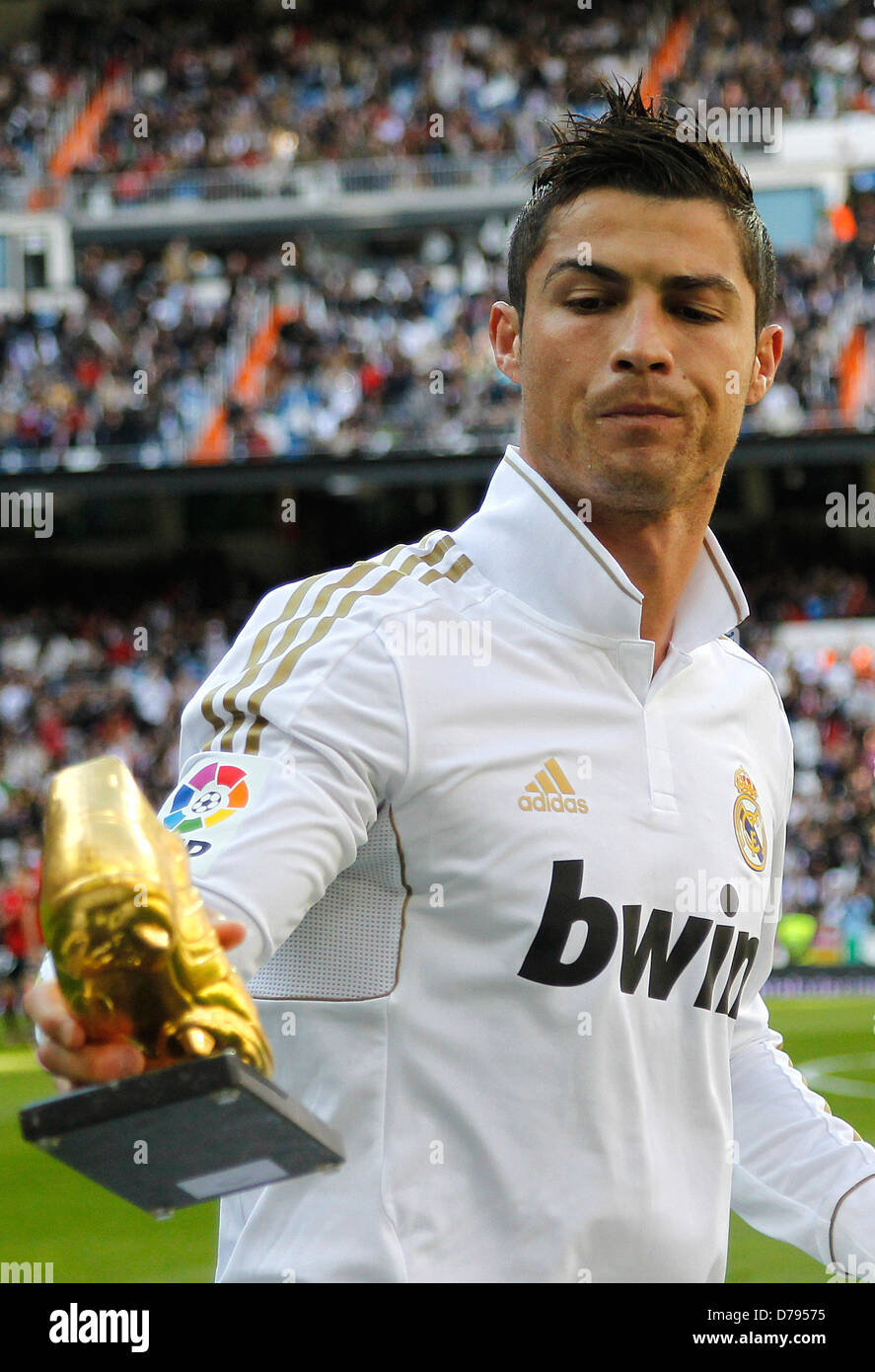 d5ae567855 Cristiano Ronaldo receives the