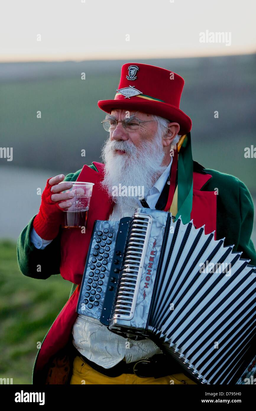 """Cerne Abbas, Dorset, UK. May 1st 2013. The  """"Squire"""" of The Wessex Morris Men takes a rest during the sunrise celebrations - Stock Image"""